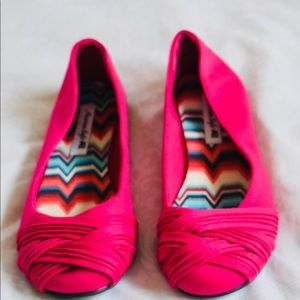 Size 6.5 pink American eagle flats